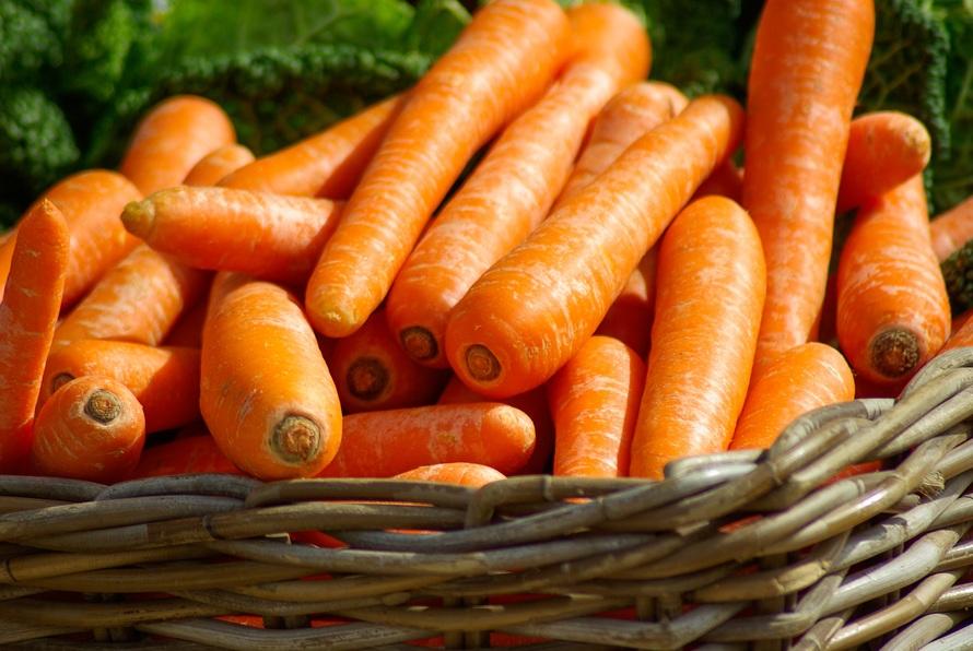carrots-basket-vegetables-market-37641-large